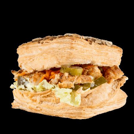 Сандвич слоеный с мясом курицы
